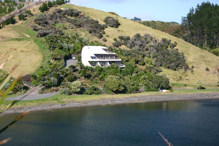 Cavalli Beach House, NZ by Martyn Evans Architect.