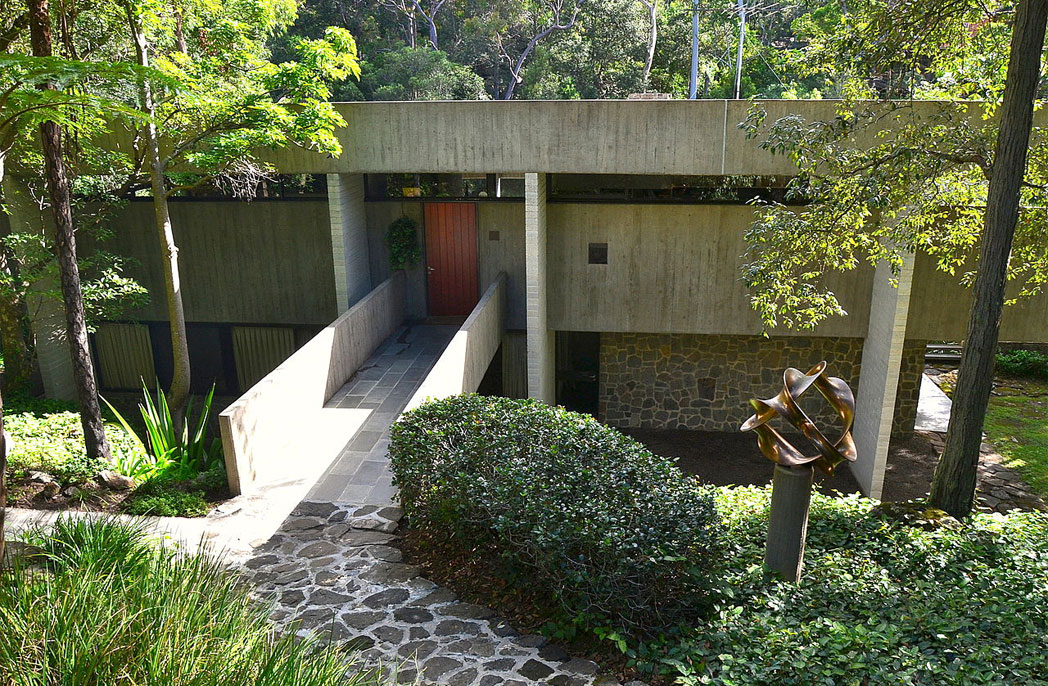 Skeletons: Harry and Penelope Seidler's House