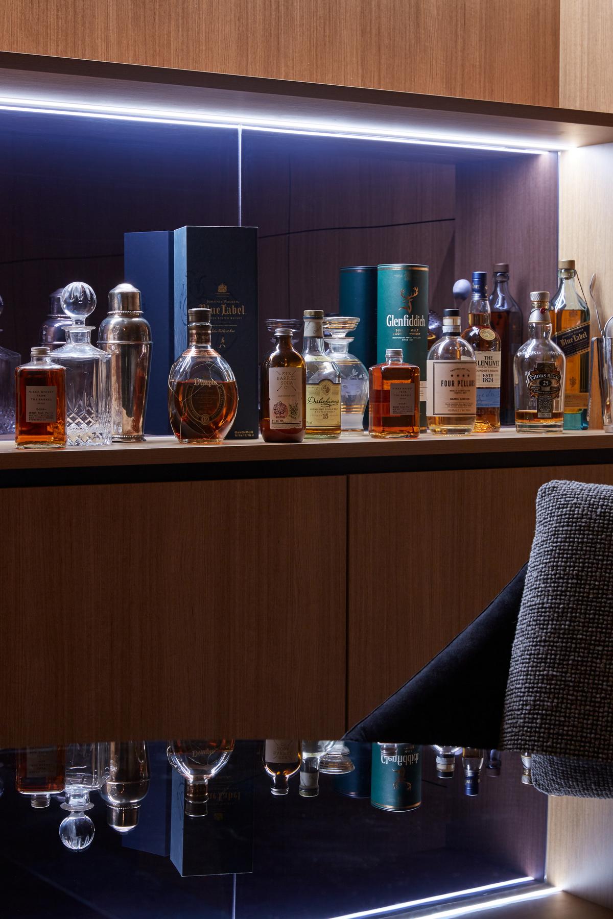 12068-scotch-room-detail
