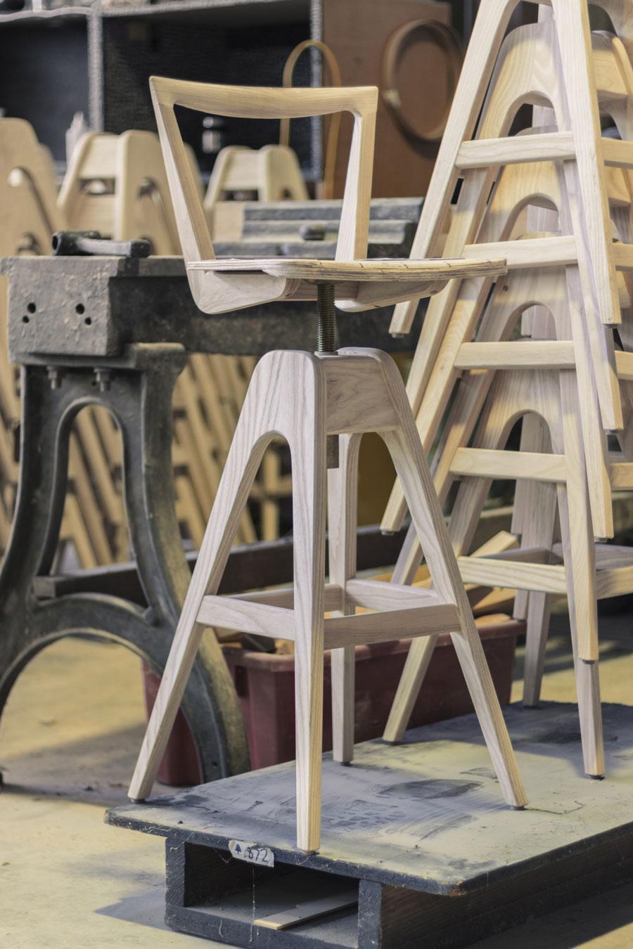 danish-bar-stool-04_900