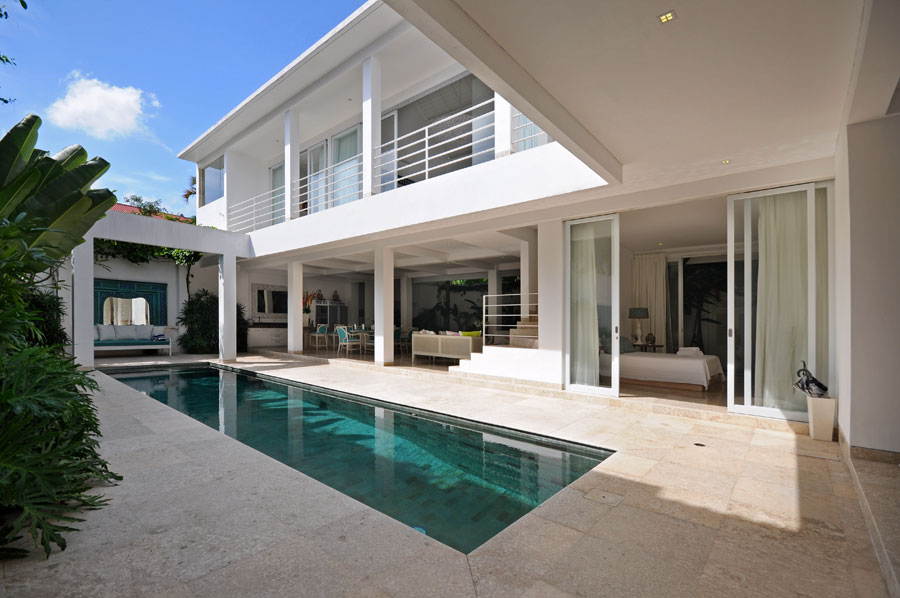 The entry opens up on to the luxurious pool.