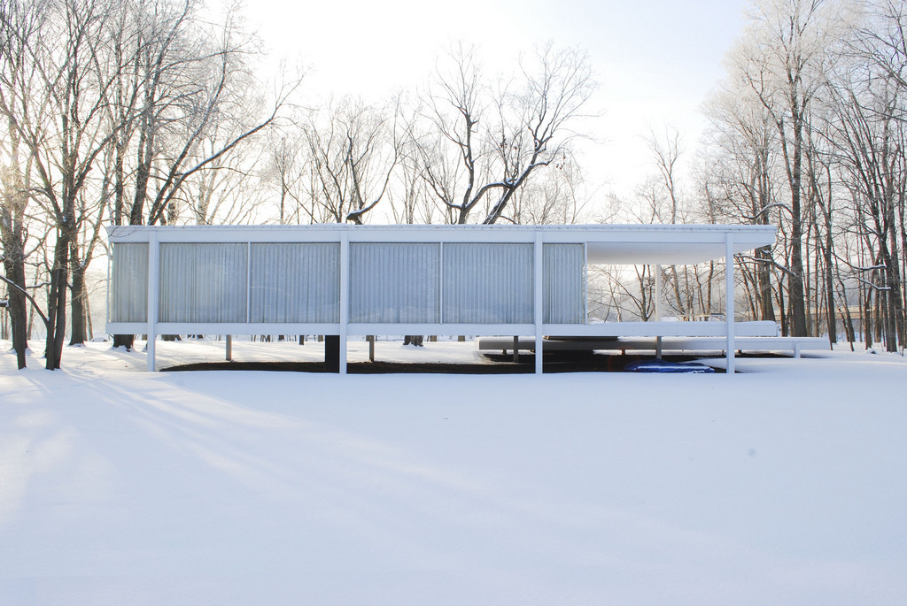 Mies van der Rohes Farnsworth house. Photo by Jonathan Rieke.