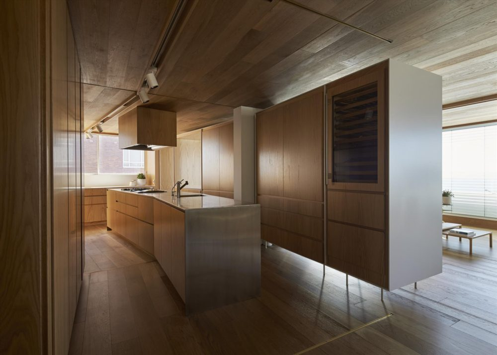 Darling Point Apartment by Chenchow Little Architects. Photo by Peter Bennetts.
