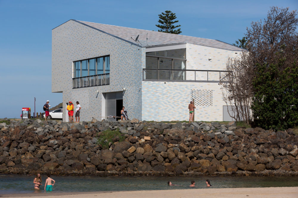 Kempsey Crescent Head Surf Life Saving Club by Neeson Murcutt Architects – winner of the Robin Dods Roof Tile Excellence Award. Photo by Brett Boardman.