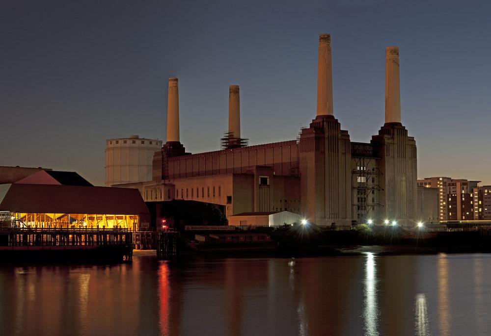 Battersea Power Station, London. Photo by David Samuel, user:Hellodavey1902, via Wikimedia Commons.