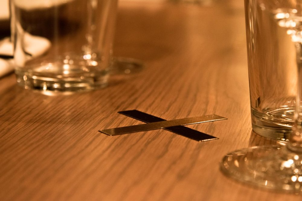 An 'X' detail was integrated as a homage to the history of the Australian restaurants. Photo by Satoshi Matsuo.