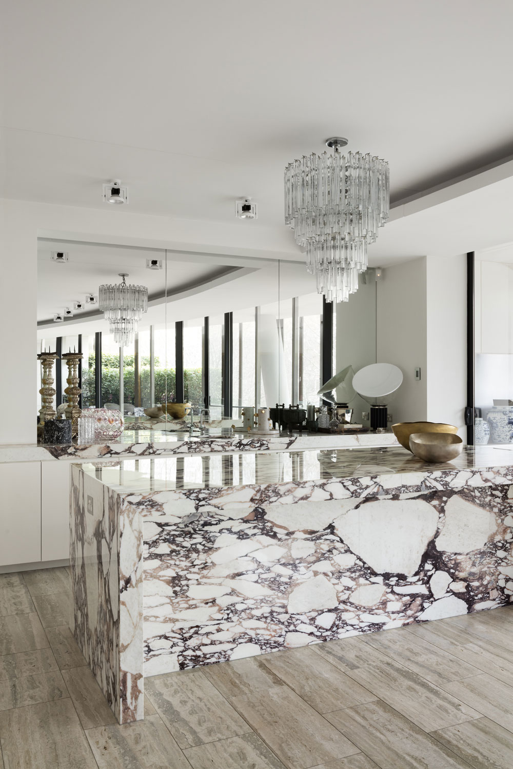 Calcatta marble makes a statement at David Hicks' home.