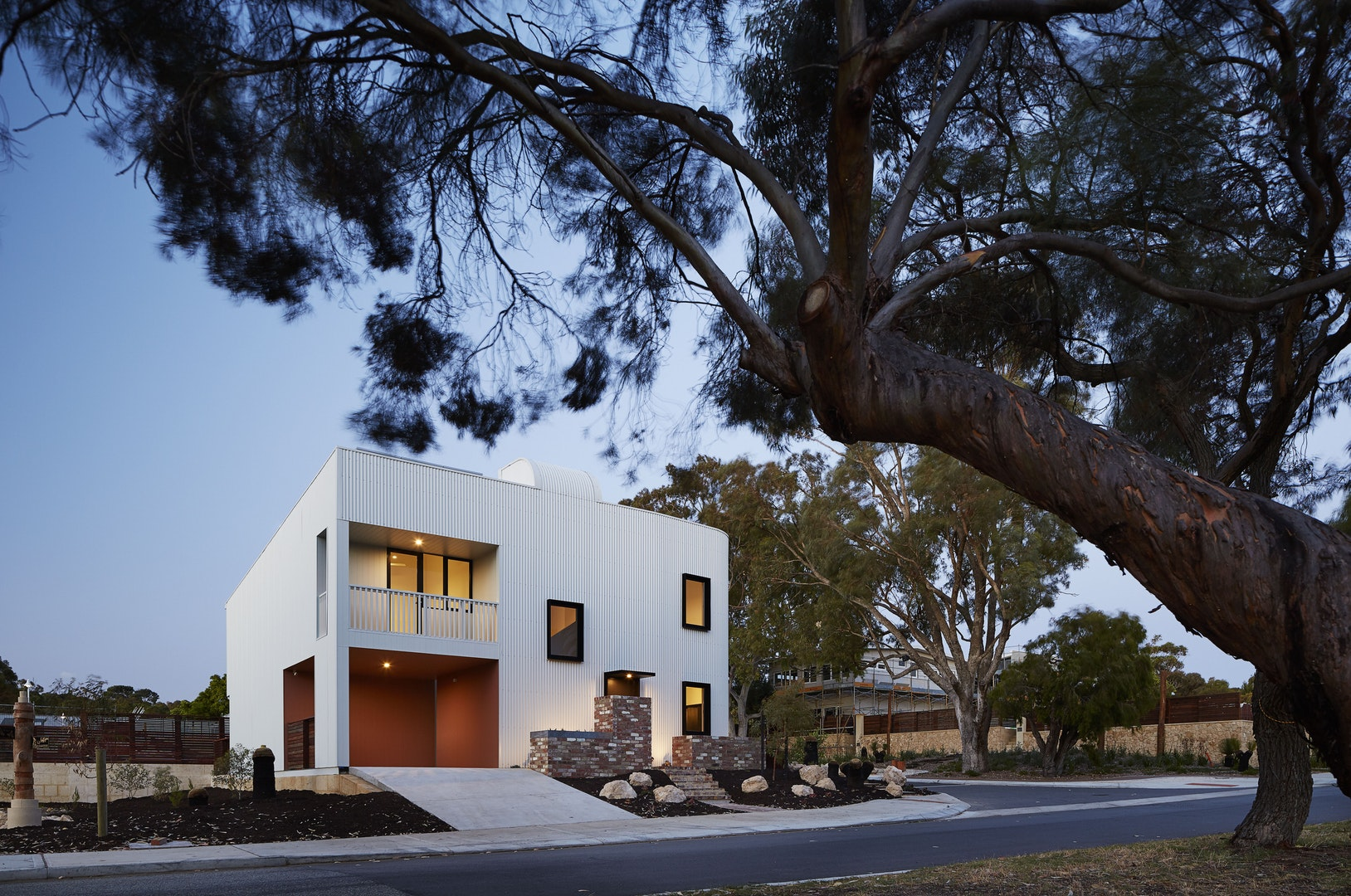 Residential Houses – Multi-residential – Gen Y house by David Barr Architect. Photo by Robert Frith.