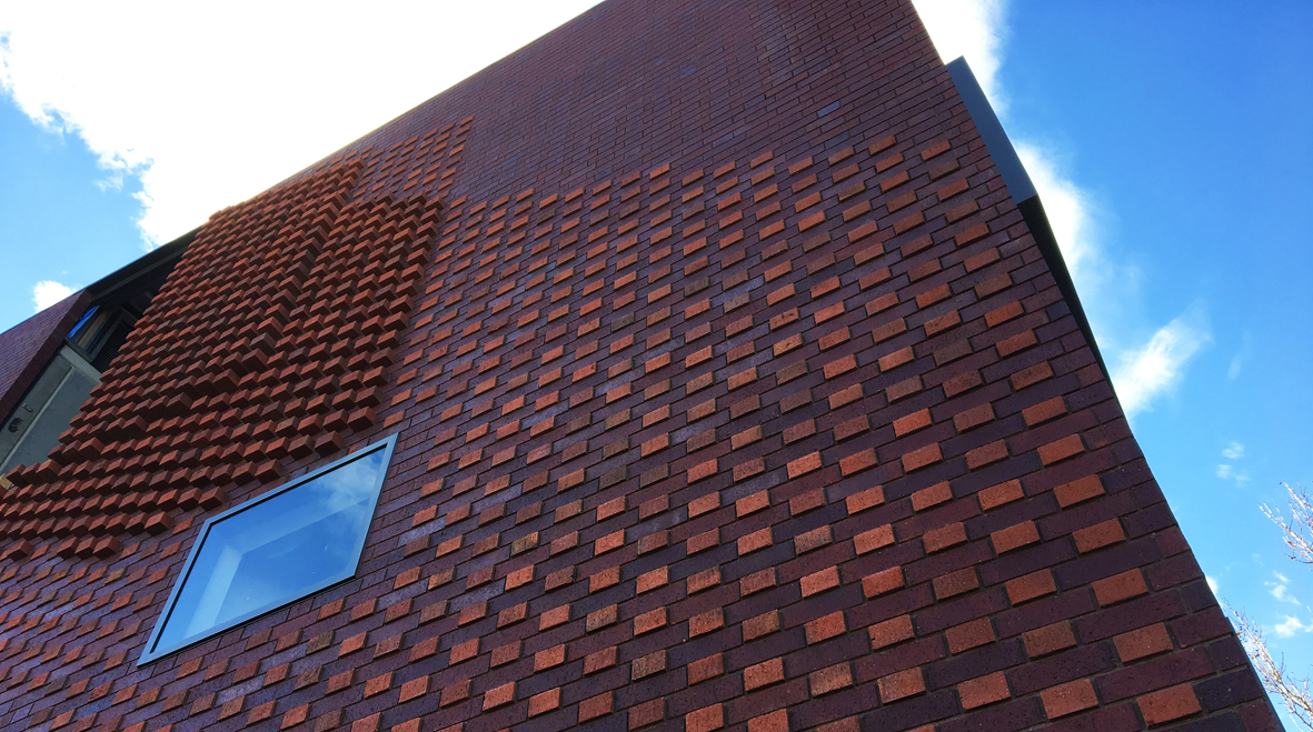 Liminal collaborated with Austral Bricks to custom design a uniquely glazed, carbon neutral brick for the Glenorchy Health Centre. Image by Rosalyn Bermudez