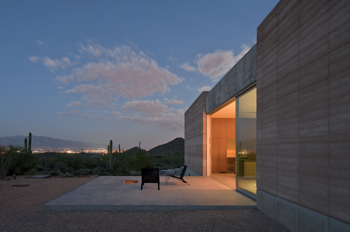 Exterior of Tucson home with backdrop
