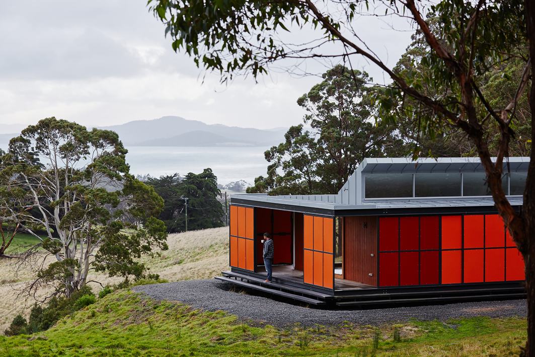 Misho and Associates steel house in Tasmania