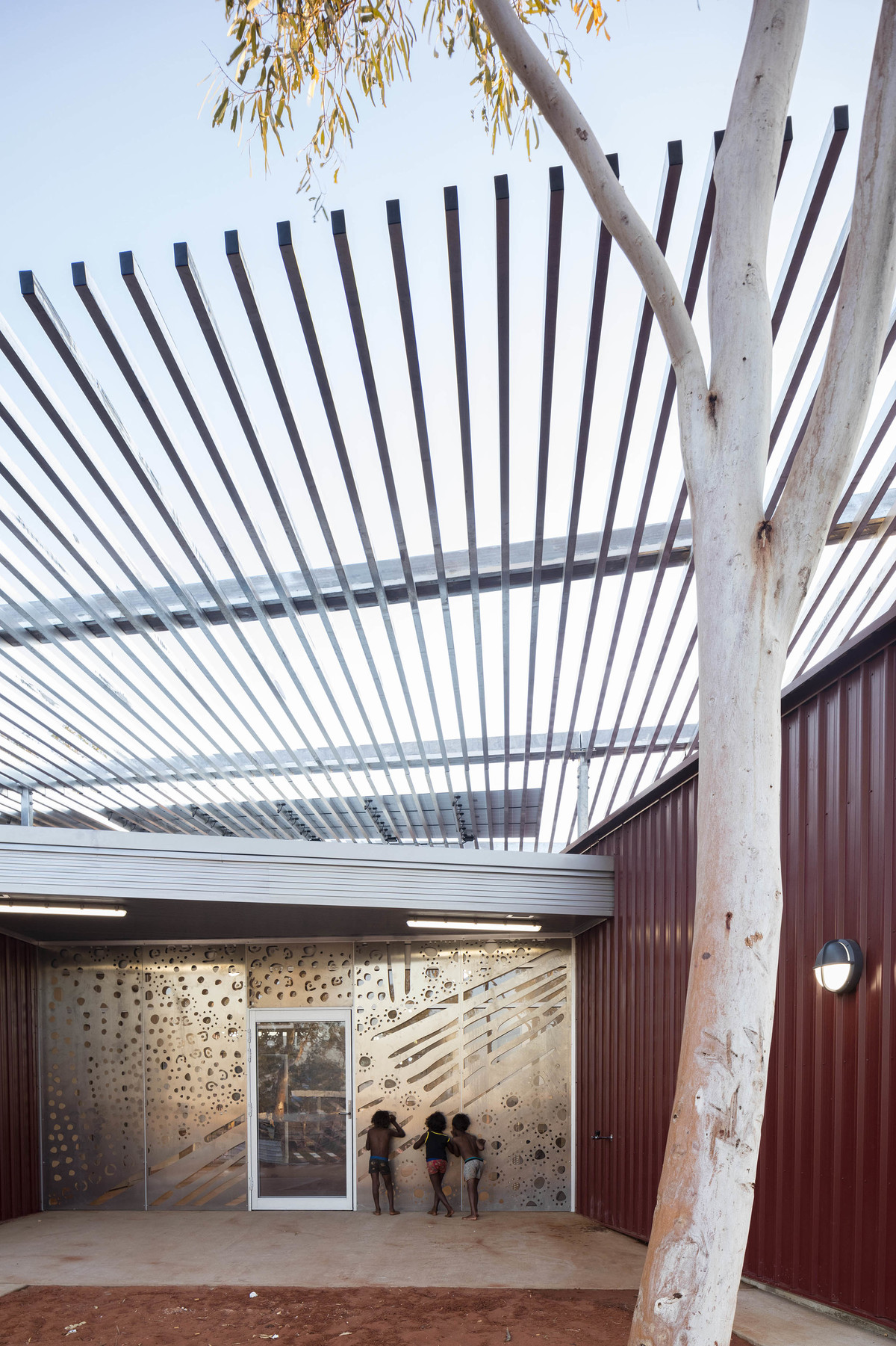 Western Desert Clinics | Kaunitz Yeung Architecture | Photographer: Brett Boardman